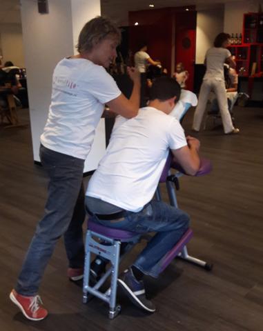 Ontspannen tijdens Stoelmassage in Rotterdam van Stoelmassage Westland